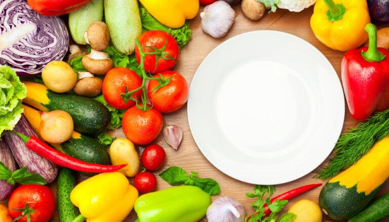 Nepietiekama augļu un dārzeņu lietošana uzturā bērniem draud ar lieko svaru
