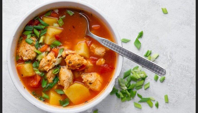 Tomātu zupa ar vistas gaļas frikadelēm
