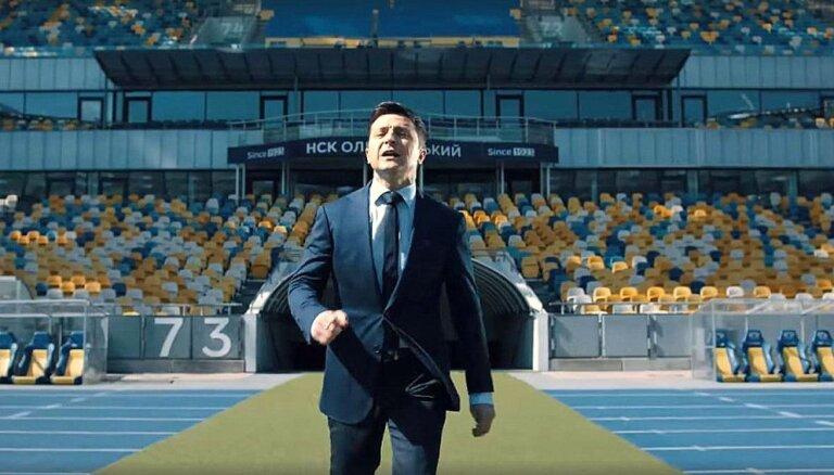 Porošenko piekrīt Zelenskim – debates notiks Kijevas lielākajā stadionā