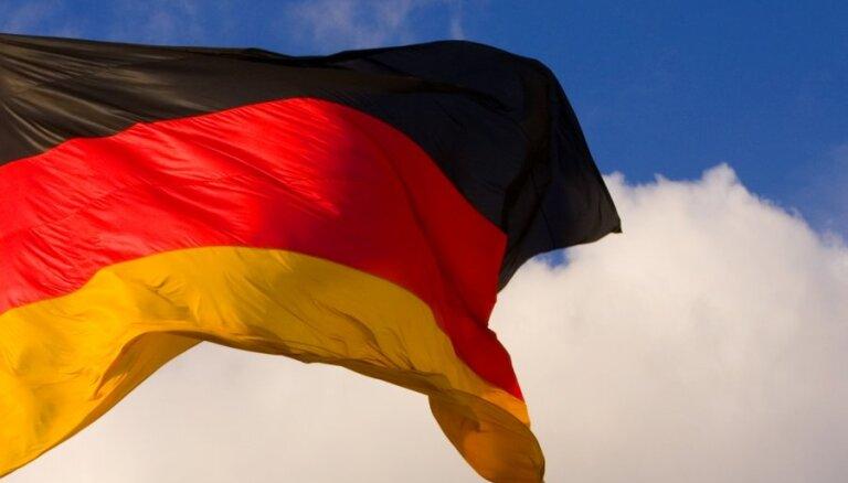 Frankfurtē kontrolētā zemūdens sprādzienā iznīcina upē atrastu aviācijas bumbu