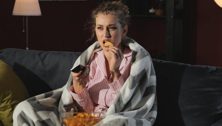 Хотите перекусить перед сном? Диетологи советуют присмотреться к этим 4 продуктам