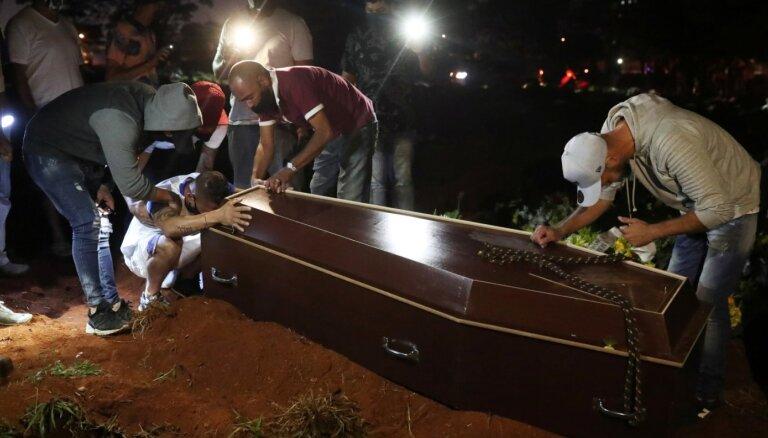 Covid-19: Brazīlijā inficēto skaits pārsniedz miljonu; Mekā atkal atver mošejas