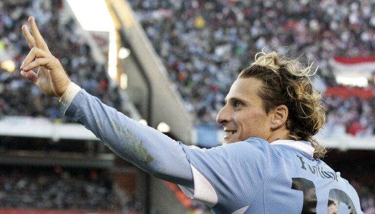 Leģendārais Djego Forlans beidz futbolista karjeru