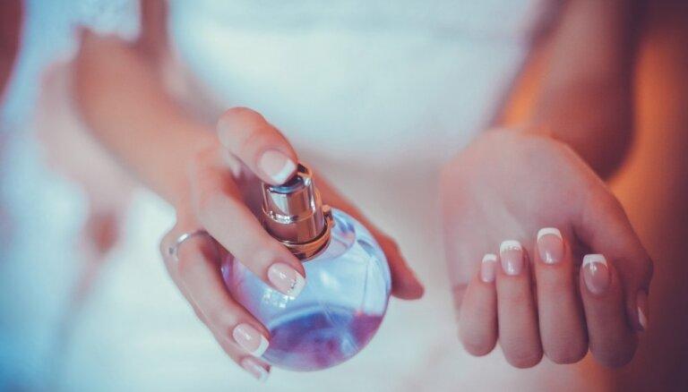 Секреты, как правильно пользоваться духами летом и нужно ли их хранить в холодильнике