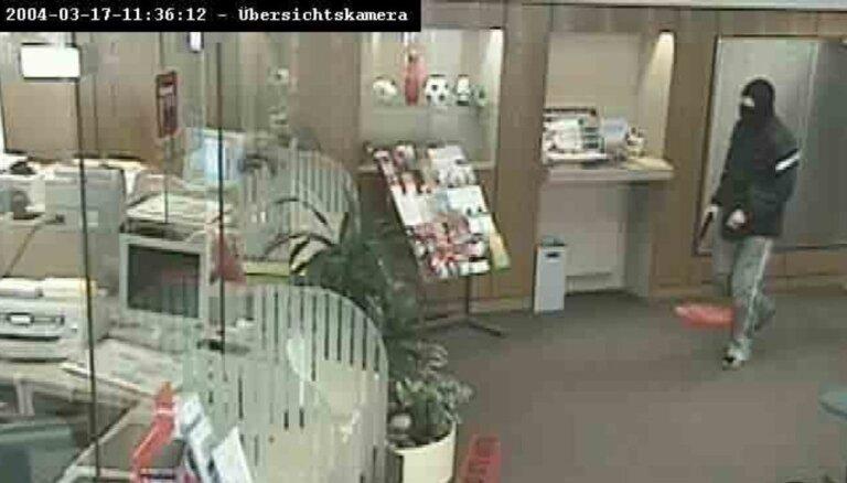 ФОТО. В Риге спустя 17 лет задержан подозреваемый в ограблении банка в Германии