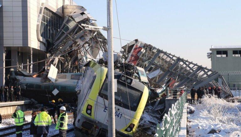 Foto: Ātrvilciena avārijā Ankarā deviņi bojāgājušie