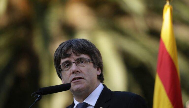 Spānijas tiesa aptur katalāņu separātistu līderu deputātu pilnvaras