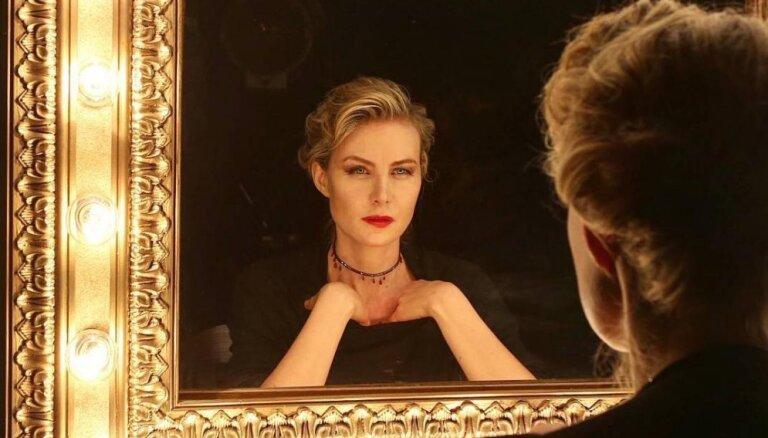 ФОТО: Полуобнаженная Рената Литвинова снялась для журнала