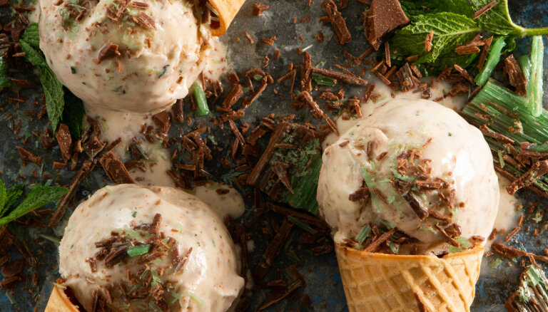 Atveldzējies tveicē! Vienkāršas mājas saldējuma receptes, kas izdosies ikvienam
