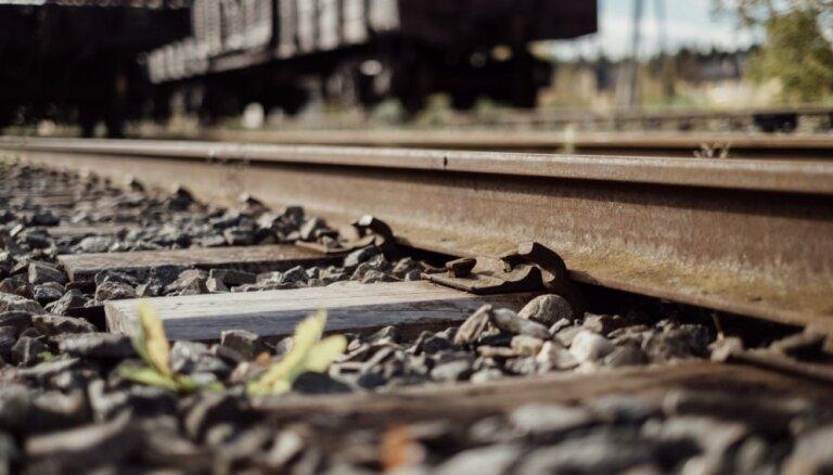'Lietuvos geležinkeliai' paraksta līgumu par Mažeiķu-Reņģes dzelzceļa atjaunošanu