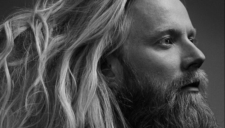 Ar jaunu programmu Latvijā uzstāsies islandiešu mūziķis Högni