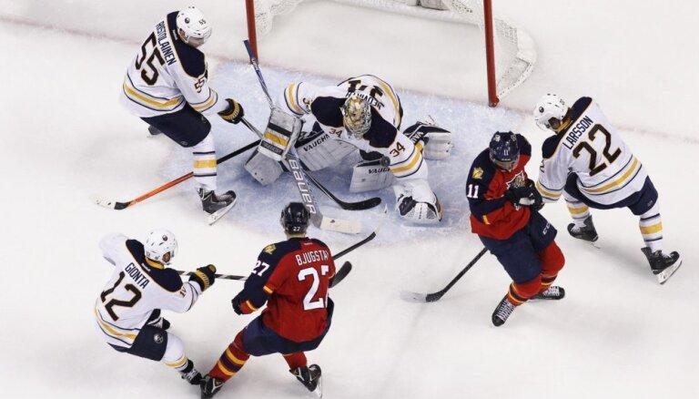 'Sabres' bez savainotā Girgensona zaudē 'Panthers' hokejistiem