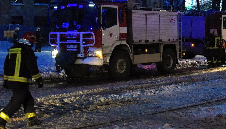 Утром в жилом двухэтажном доме в Риге возник пожар повышенной опасности