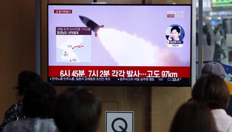 Ziemeļkoreja veikusi vēl divu raķešu izmēģinājumus
