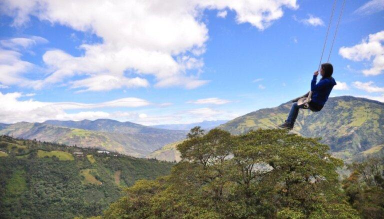 Izklaide tikai drosmīgajiem - pasaulē augstākās šūpoles Ekvadorā