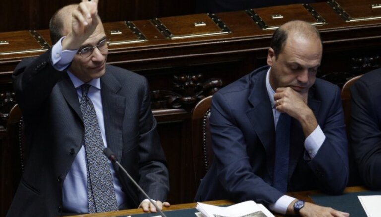 Leta iztur parlamenta uzticības balsojumu; Berluskoni maina domas un atbalsta valdību