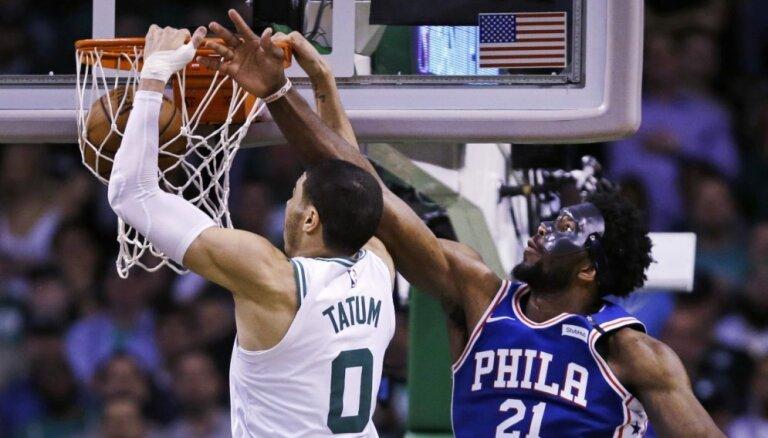 'Celtics' ceturto reizi pārspēj '76ers' un sasniedz NBA pusfinālu
