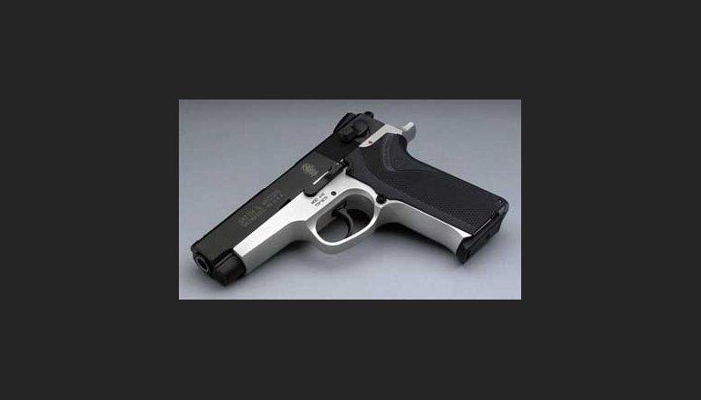 Smith&Wesson навесит на оружие замки