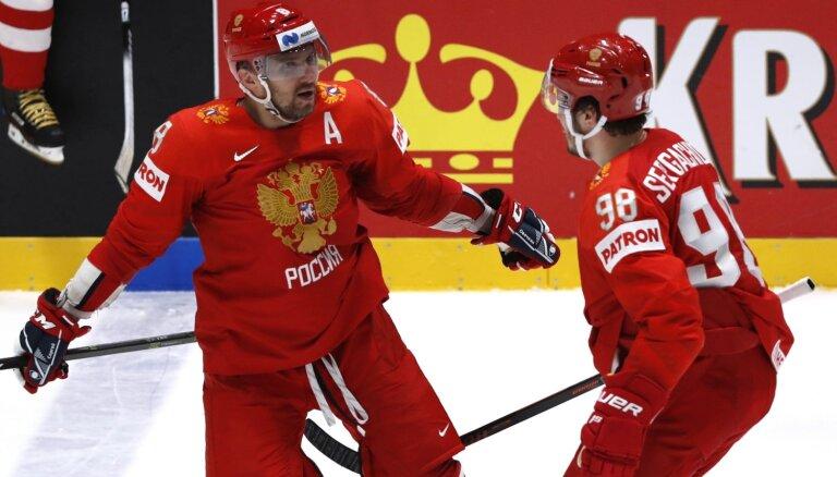 Krievijas hokejisti otrajā periodā 'iznīcina' Zviedriju