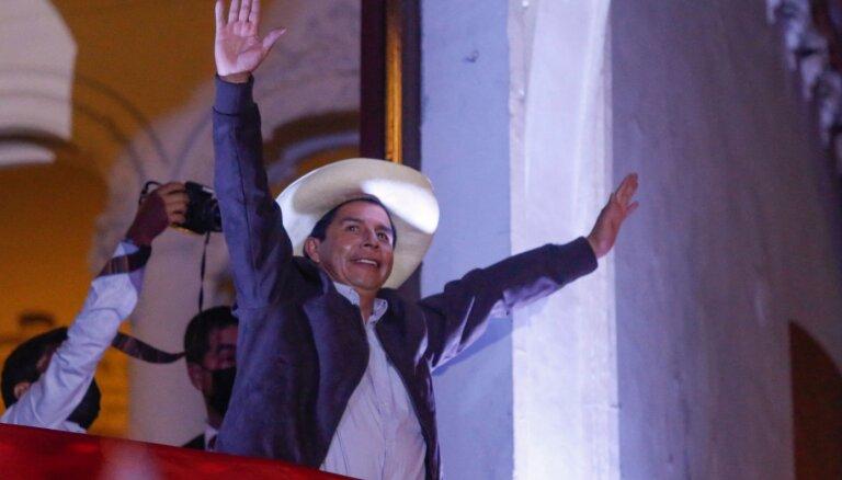 Бывший сельский учитель объявлен президентом Перу