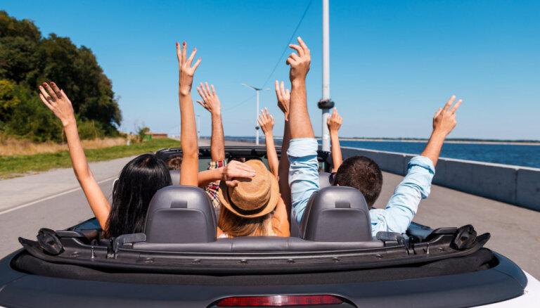 Piecas lietas, kam pievērst īpašu uzmanību, parakstot auto nomas līgumu