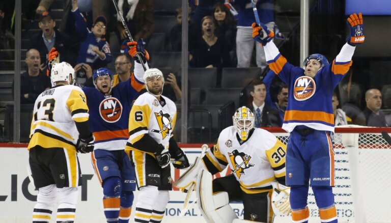 """ВИДЕО: """"Айлендерс"""" повторил рекорд НХЛ, забросив две шайбы за три секунды"""