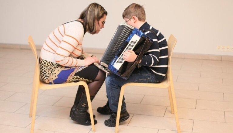Fotoreportāža: Neredzīgi un redzīgi mūziķi mūziklā 'Mazais Princis'