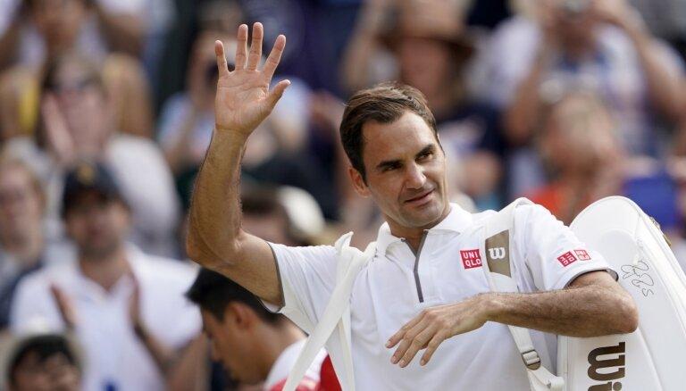 Video: Federers veic jaunu ierakstu tenisa vēsturē un citi Vimbldonas dienas spilgtākie momenti