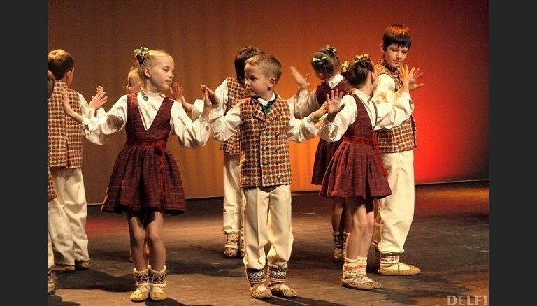 Pasākumi bērniem brīvdienās: lidmašīnu konstruēšana, koncerti un Nīderlandes teātra viesizrādes