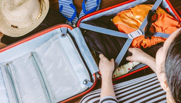 Divu nedēļu ceļojumā tikai ar rokas bagāžu: noderīgi triki somu kārtošanā