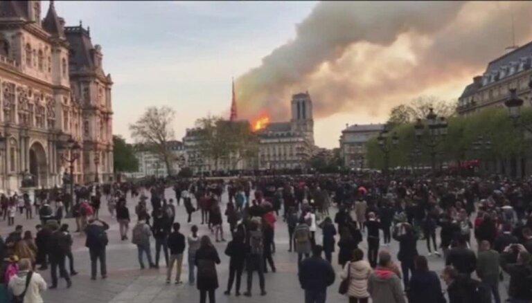 Milzu ugunsgrēks Parīzes Dievmātes katedrālē