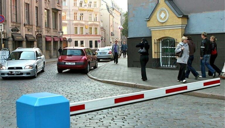 Par 6400 eiro izsolīs savulaik par pusmiljonu eiro iegādāto sistēmu satiksmes regulēšanai Vecrīgā