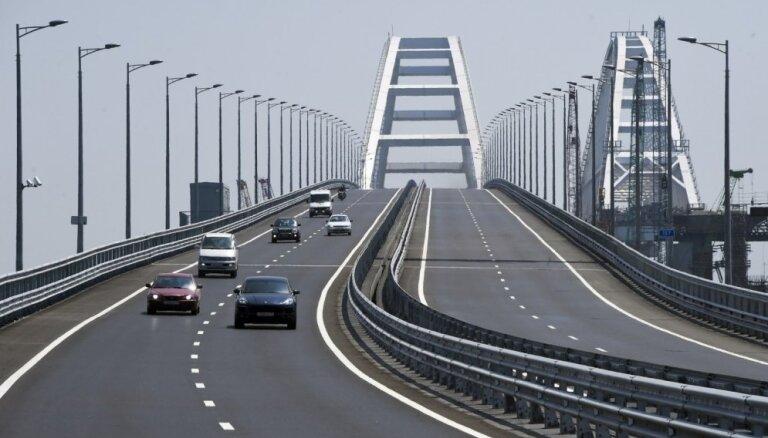 По Крымскому мосту открылось движение поездов