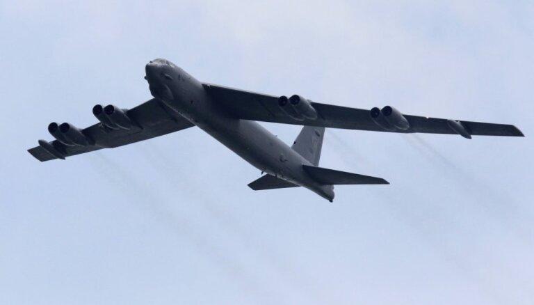 ASV bumbvedēji veikuši lidojumu gar strīdus teritorijām Dienvidķīnas jūrā