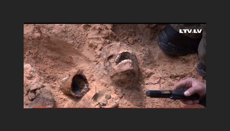 Ložmetējkalnā atrastas latviešu strēlnieku mirstīgās atliekas