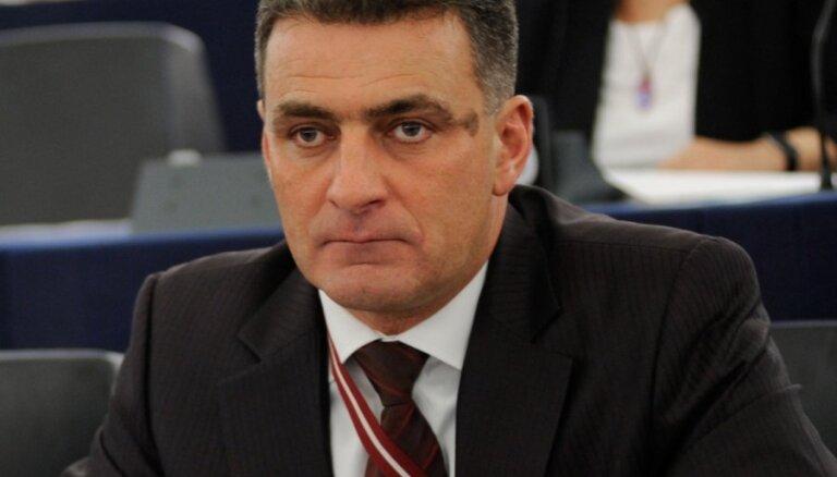 Tiesa noraida NA prasību pret bijušo EP deputātu Mirski