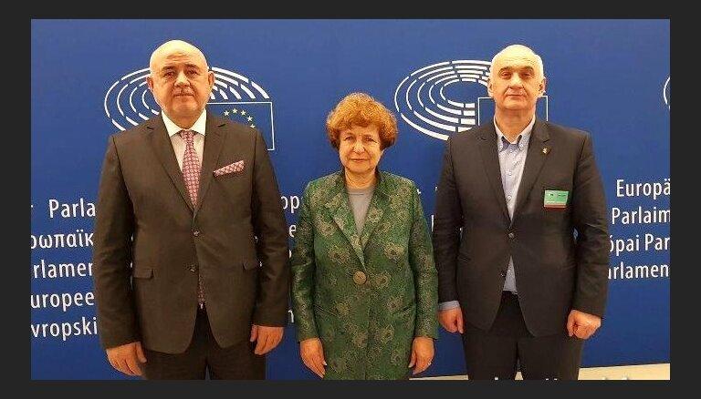 Ždanoka Briselē uzņem neatzītās Dienvidosetijas pārstāvi