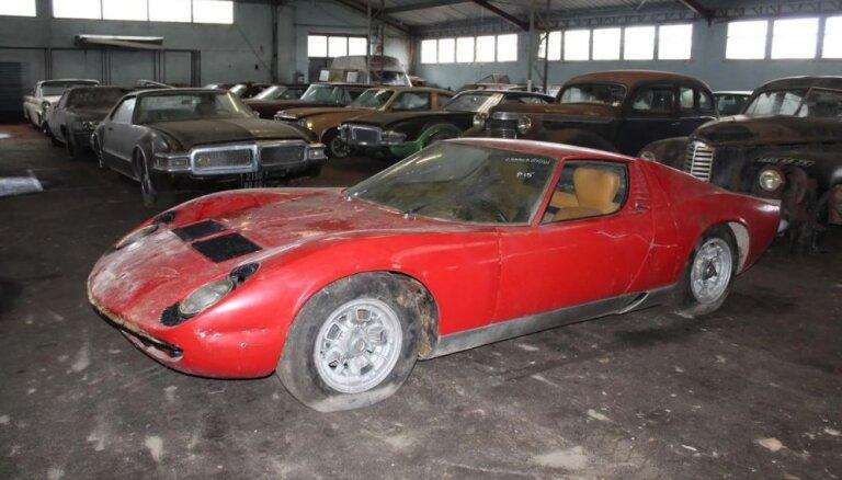 ФОТО: во Франции нашли гараж с раритетными машинами, одно авто продано за полмиллиона