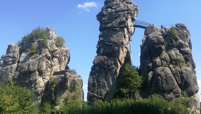 Экстерштайне – необычные скалы в Германии, которые манили отшельников и нацистов (ФОТО)