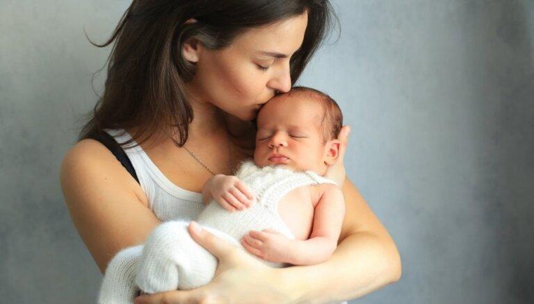 Bērna pareiza turēšana un tās ietekme uz mazuļa attīstību