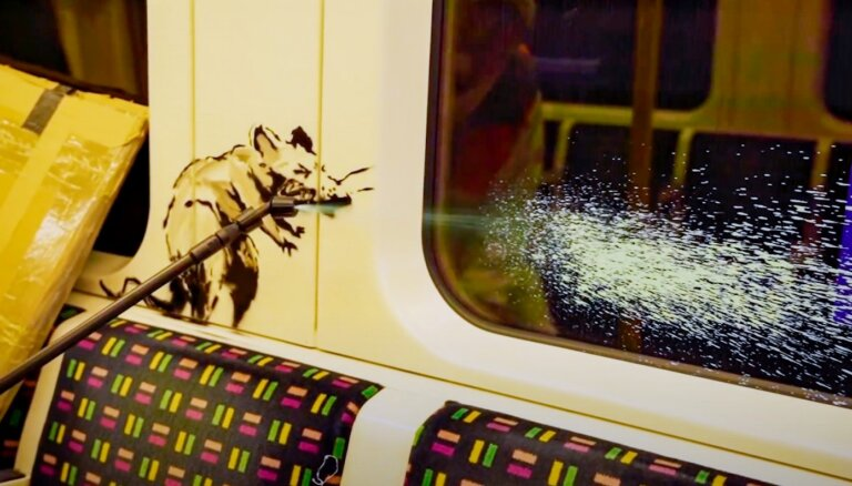 Benksijs Londonas metro radījis jaunu pandēmijas iedvesmotu darbu