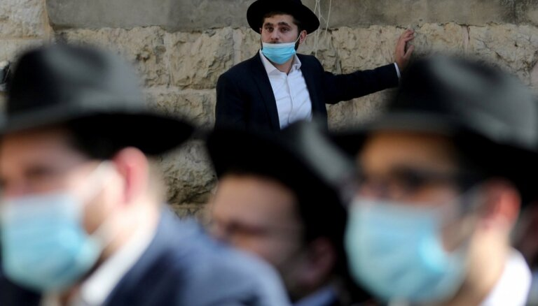 Коронавирус в мире: Новые ограничения в Европе и Азии, рекорды вакцинации в Израиле