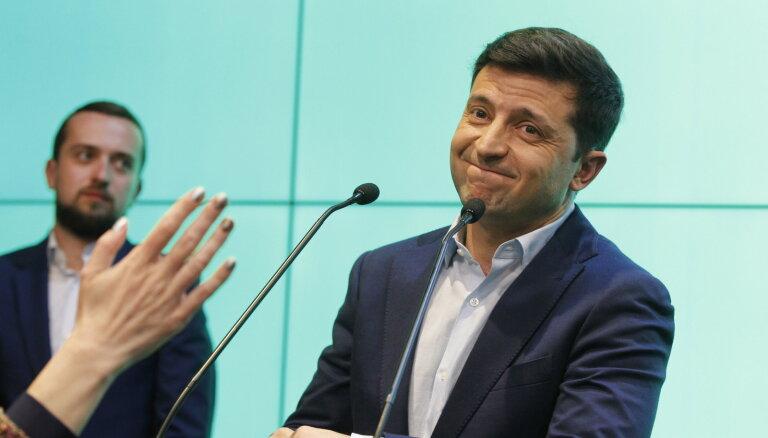 Zelenski kritizē par oligarha advokāta iecelšanu prezidenta administrācijas vadītāja amatā