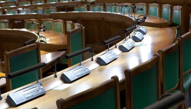 Saeimas balsojuma dienā 'ātro kredītu' izsniedzēji aicina deputātus vēl padomāt