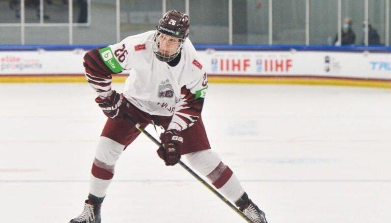 Latvijas U-18 hokeja izlase pasaules junioru čempionātu noslēdz ar zaudējumu pret Zviedriju