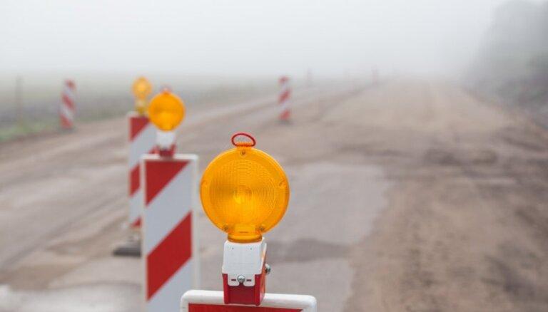Šķīdoņa dēļ uz grants autoceļiem ievieš masas ierobežojumus