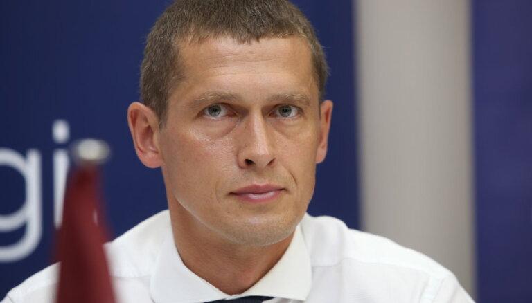 Jurašs vēl negrasās nolikt Saeimas deputāta mandātu