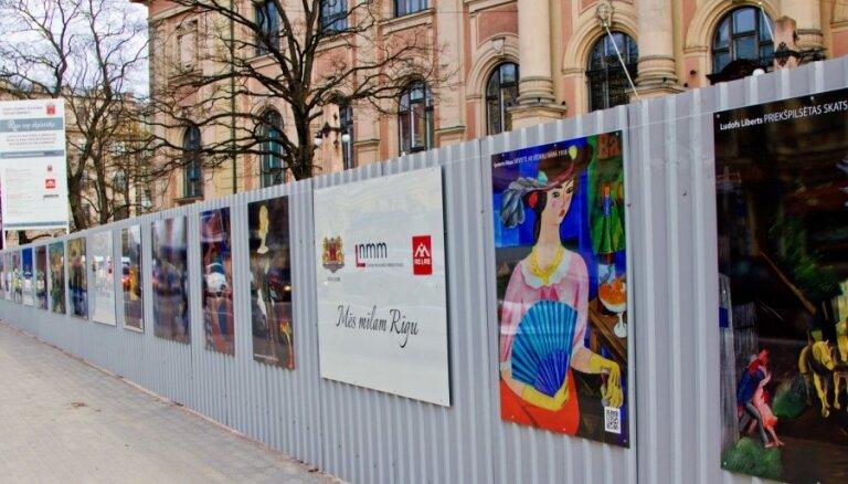 Mākslas muzeja būvžogu izdaiļos glezniecības darbu reprodukcijas