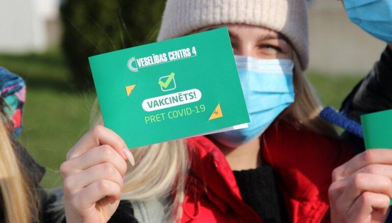 Привилегии для вакцинированных и мораторий на смягчение ограничений. Главное о Covid-19 на 20 апреля