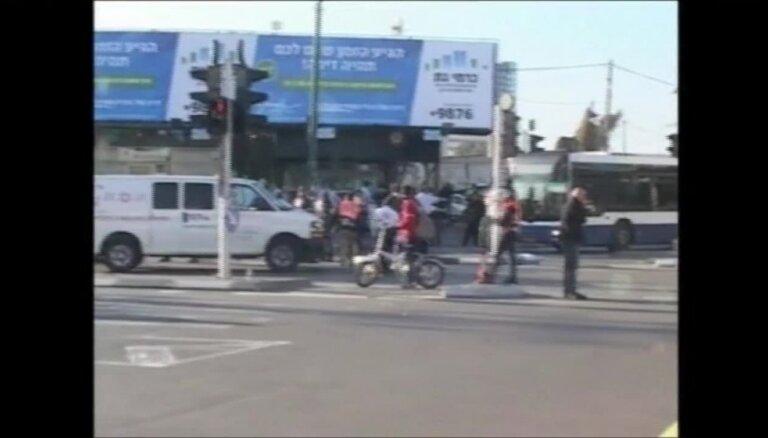 Telavivā uzbrucējs ar nazi savainojis deviņus autobusa pasažierus